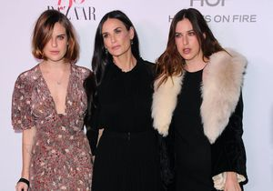 Demi Moore prend la pose en maillot de bain avec ses trois filles