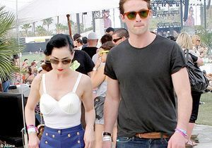 Dita Von Teese en pantalon au festival de Coachella !