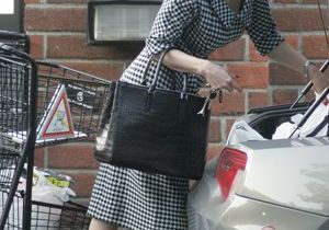 Dita von Teese, ultra glamour même au supermarché