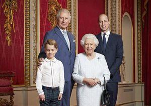 Elizabeth II : un nouveau portrait officiel avec Charles, William et George !