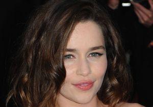 Emilia Clarke : « Les scènes de sexe devraient être plus subtiles »