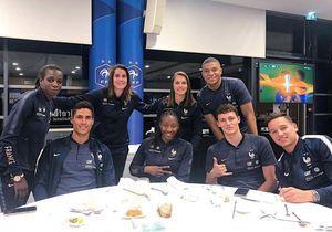 Equipe de France : les Bleus et les Bleues d?nent ensemble