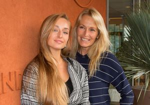 Estelle Lefébure et ses filles, Ilona et Emma Smet : complicité dans les tribunes de Roland Garros