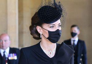Funérailles du prince Philip : ce geste tendre de Kate Middleton pour consoler le prince Charles