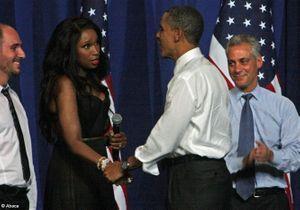 Jennifer Hudson chante « happy birthday to you » à Obama
