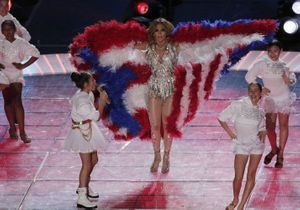Jennifer Lopez dévoile les coulisses du Super Bowl avec sa fille Emme