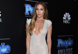 Jennifer Lopez vole la vedette aux autres stars des People Magazine Award