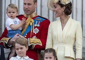 Kate et William aperçus à bord d'un vol low cost avec leurs trois enfants
