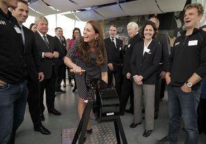 Kate Middleton affiche son baby bump et amuse la galerie