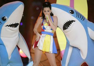 Katy Perry commercialise le pyjama de son requin du Superbowl