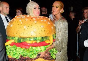 Katy Perry en burger et Céline Dion qui la câline : la photo la plus dingue du Met Ball !