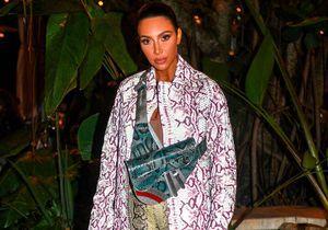 Kim Kardashian se fonce le visage en couverture d'un magazine et fait scandale