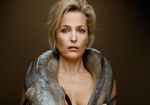 Gillian Anderson, l'héroïne de « X-Files », pose nue avec un poisson