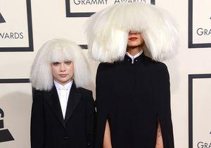 La maxi perruque de Sia moquée sur Twitter