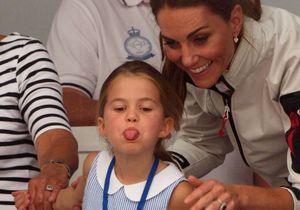 La princesse Charlotte tire la langue aux photographes et fait craquer le monde entier