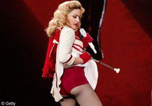 La vidéo LOL du jour: la chute de Madonna sur scène!