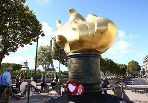 Lady Diana : à Paris, l'émotion au pont de l'Alma, pris d'assaut pour rendre hommage à la princesse