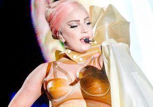 Lady Gaga blessée : elle se déplace en fauteuil roulant