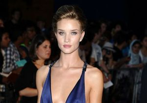 Le look du jour : Rosie Huntington-Whiteley