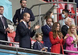 Le prince George, adorable supporter : il assiste au match Angleterre-Allemagne avec ses parents