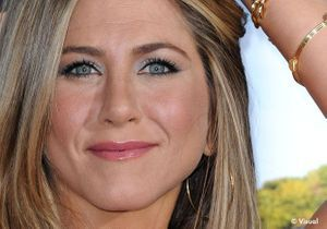 Le secret beauté de Jennifer Aniston ? Son porte-monnaie !