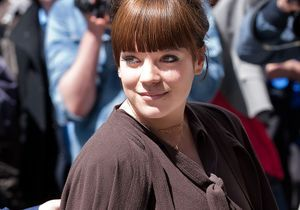 Lily Allen live tweete l'accouchement de Kate Middleton !