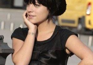 """Lily Allen vend sa montre via """"Twitter"""" !"""