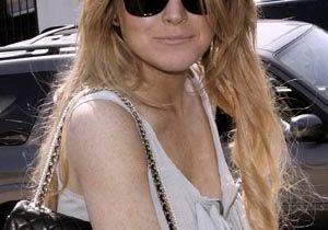 Lindsay Lohan balance des ragots sur son Twitter !