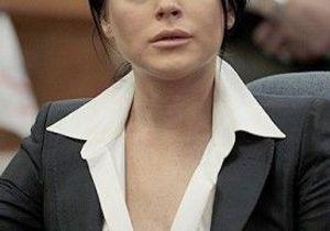 Lindsay Lohan : son bracelet anti-alcool customisé par Chanel ?