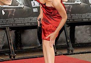 Marion Cotillard pliée en deux sur tapis rouge !