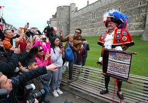 Meghan et Harry : Comment les Anglais ont-ils fêté la naissance du royal baby ?