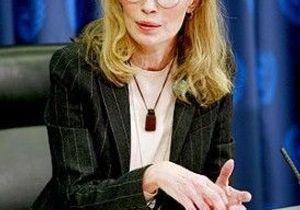 Mia Farrow cesse sa grève de la faim, Richard Branson prend le relais