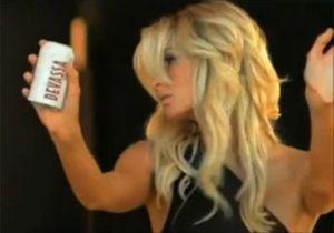 Paris Hilton fait scandale dans une pub « sexiste »
