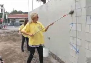 Paris Hilton nettoie les murs de L.A en Louboutin