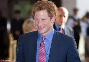 Première sortie (habillée) réussie pour le prince Harry