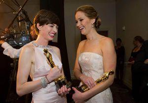 Quand Anne Hathaway prend la défense de Jennifer Lawrence en public
