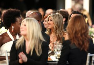 Quelle star des années 90 a squatté la table de Jennifer Aniston aux SAG Awards ?