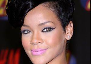 Rihanna dans les bras de son amour de jeunesse à la Barbade