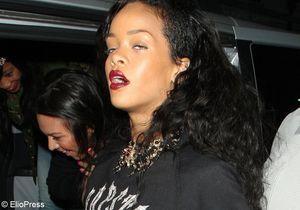 Rihanna, les mains sur les seins d'une strip-teaseuse !