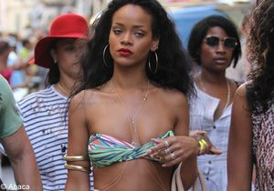 Rihanna reçoit une bague de Chris Brown