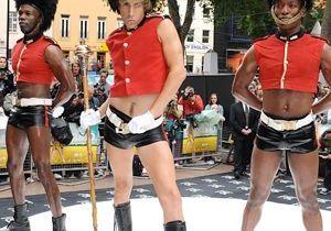 Sacha Baron Cohen relooke la Garde nationale à Londres