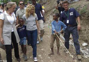 Shakira et Sean Penn se sont rendus au chevet des Haïtiens