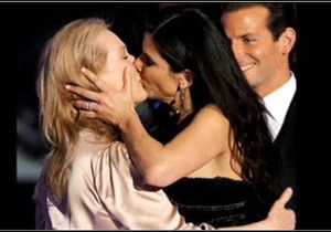 Vidéo buzz : quand Sandra Bullock embrasse Meryl Streep