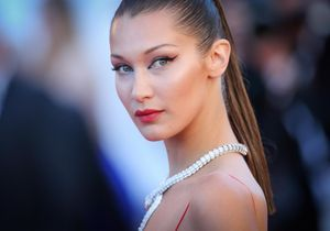 Topless, Bella Hadid mixe denim et diamants