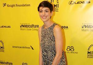 Le look du jour : Anne Hathaway, de retour sur le tapis rouge