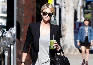 Le look du jour : Charlize Theron, en virée sans Sean Penn