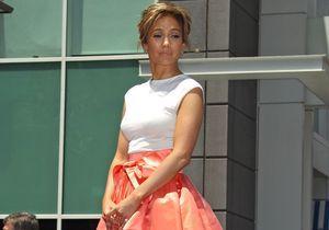 Le look du jour: Jennifer Lopez radieuse pour recevoir son étoile