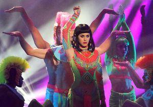 Le look du jour: Katy Perry en Cléopâtre aux Brit Awards 2014