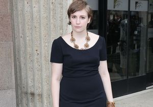 Le look du jour : Lena Dunham à la Fashion Week de Paris