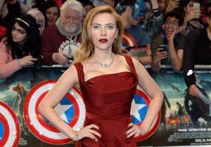 Le look du jour : Scarlett Johansson joue les Betty Boop en Vivienne Westwood